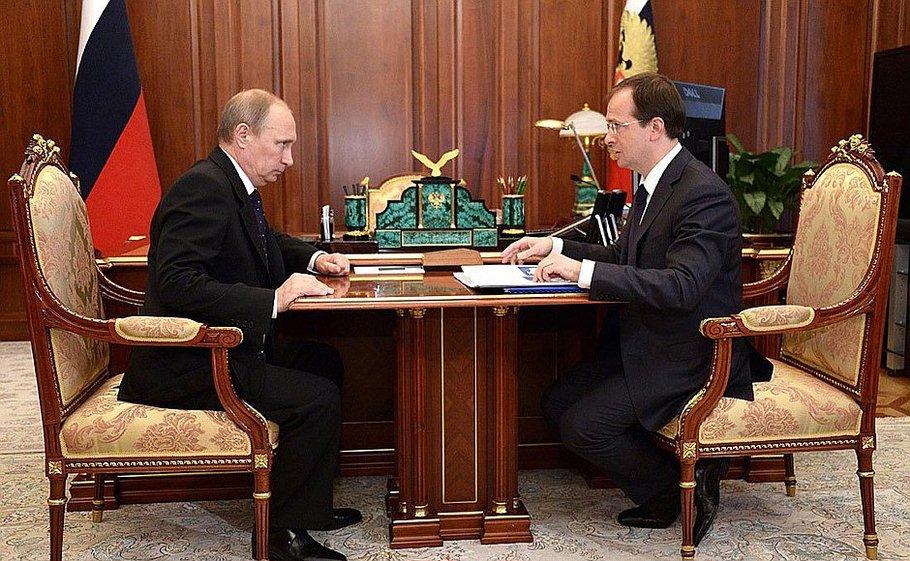 В кабінеті Путіна поставили стільці для карликів - фото 2