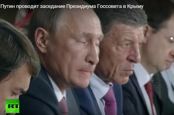 Як Путін корчив пики на нараді в Криму: жував губи на позіхав  - фото 1