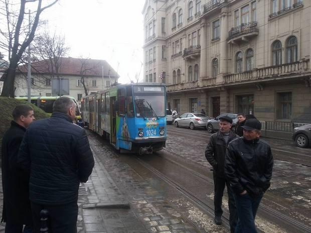У центрі Львова перекрито рух транспорту - фото 1