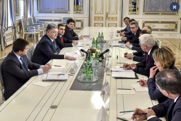 """Порошенко зустрівся з послами країн """"Великої сімки"""" - фото 1"""
