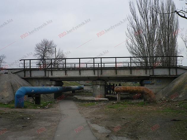 У Бердянську відремонтували 100-річний залізничний міст  - фото 6