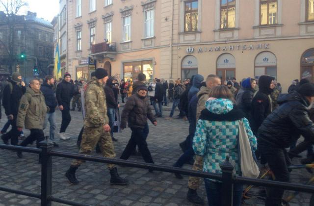 У Львові магазин Президента облили кров'ю - фото 3