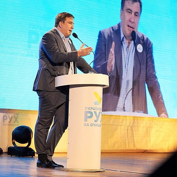 """Саакашвілі у Дніпропетровську знов вразив """"анти-дрес-кодом"""" - фото 1"""