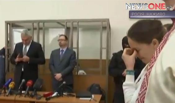 Надії Савченко дозволили сидіти під час оголошення вироку  - фото 1
