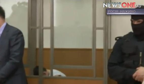 Надії Савченко дозволили сидіти під час оголошення вироку  - фото 2