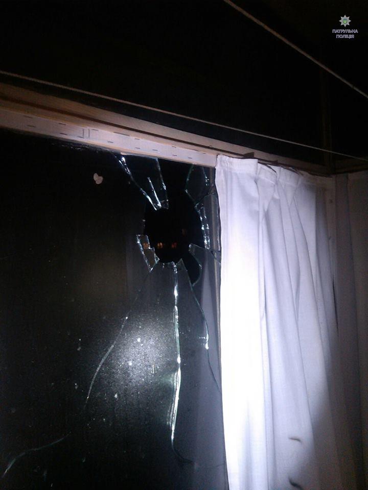 Феєрверк влучив у вікно житлового будинку у Львові - фото 2