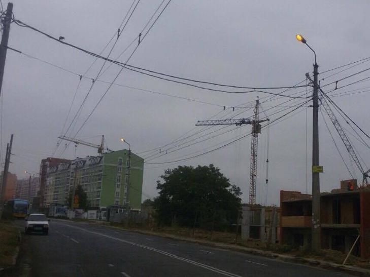 У Хмельницькому і вдень горять вуличні ліхтарі - фото 2