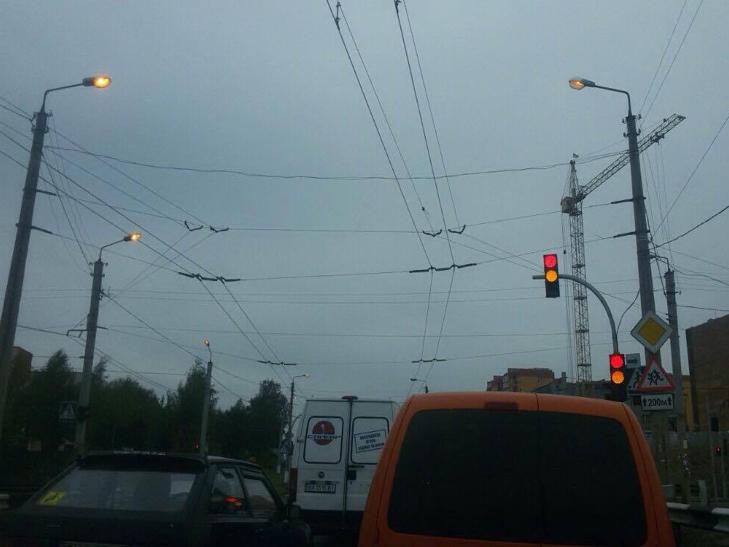 У Хмельницькому і вдень горять вуличні ліхтарі - фото 3