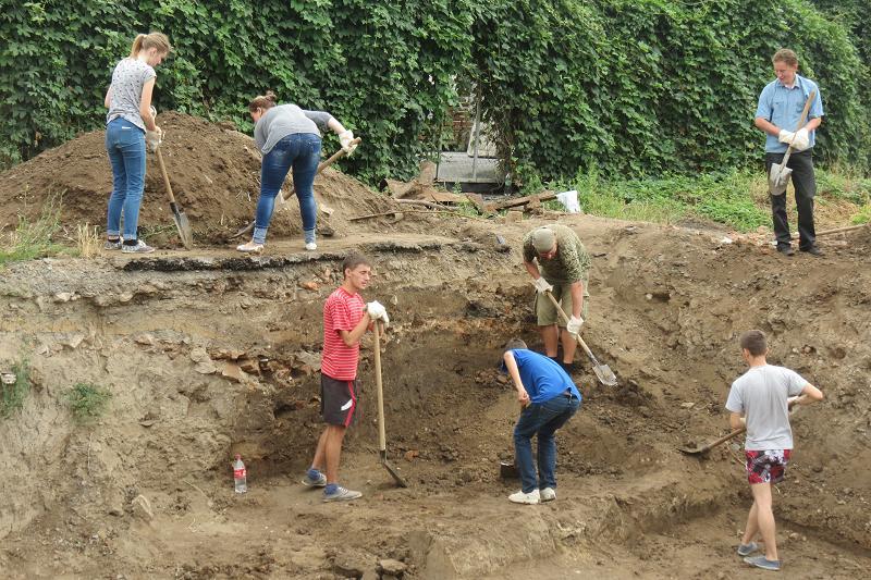 Біля вінницьких Мурів знову шукають артефакти (ФОТОРЕПОРТАЖ) - фото 4