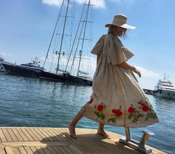 Вагітна Собчак похизувалася українською сукнею - фото 1
