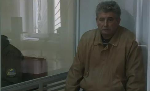 """Не першотравневий жарт: Скандального суддю-стрільця Бурана посадили в """"акваріум"""" - фото 1"""
