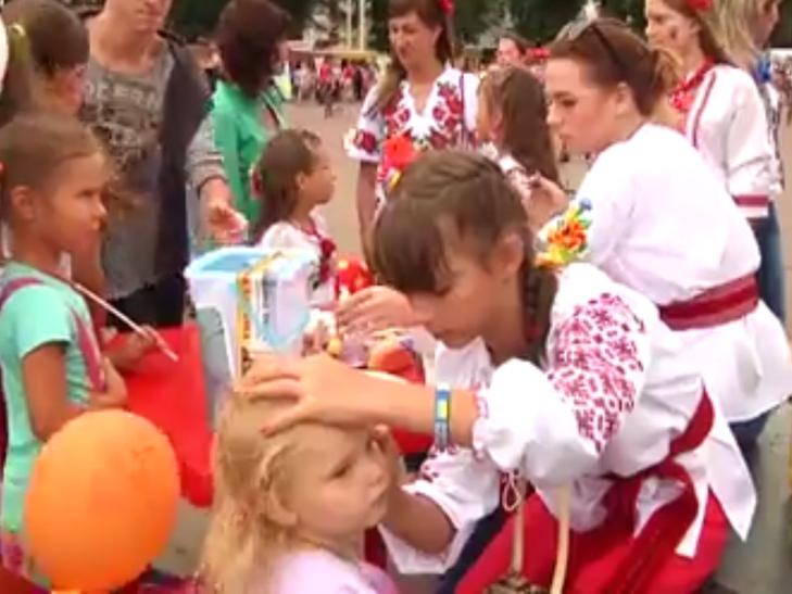 В День Незалежності хмельницькі волонтерки рятують здоров'я Сашка Вишньовського - фото 4