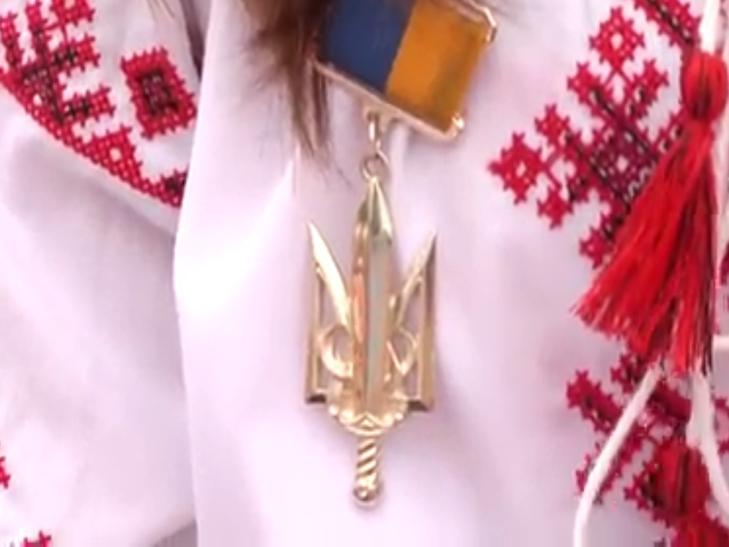 В День Незалежності хмельницькі волонтерки рятують здоров'я Сашка Вишньовського - фото 3