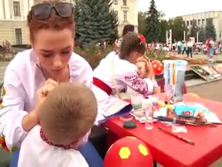 В День Незалежності хмельницькі волонтерки рятують здоров'я Сашка Вишньовського - фото 2