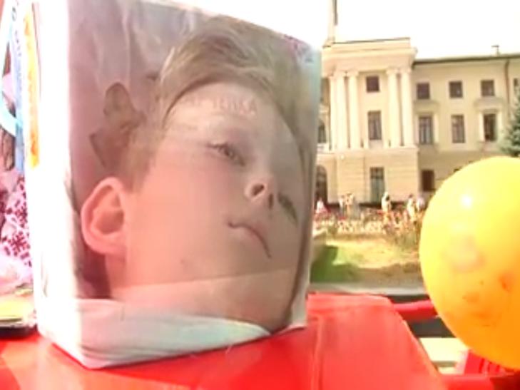 В День Незалежності хмельницькі волонтерки рятують здоров'я Сашка Вишньовського - фото 1