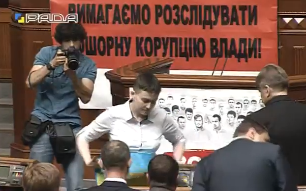 Савченко замінила свій портрет у Раді на обличчя полонених (ФОТО) - фото 1