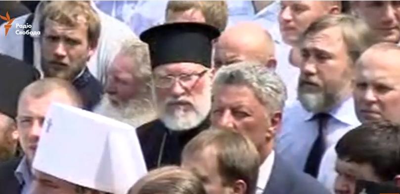 """Як """"гундяєвці"""" Бойко, Новинський і Шуфрич моляться на Володимирській гірці - фото 1"""