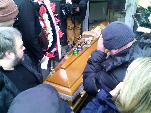 Як у Львові принесли труну до банку Путіна - фото 2