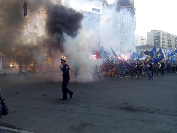"""""""Маршем Героїв"""" пройшлися Хмельницьким місцеві ультраси - фото 5"""