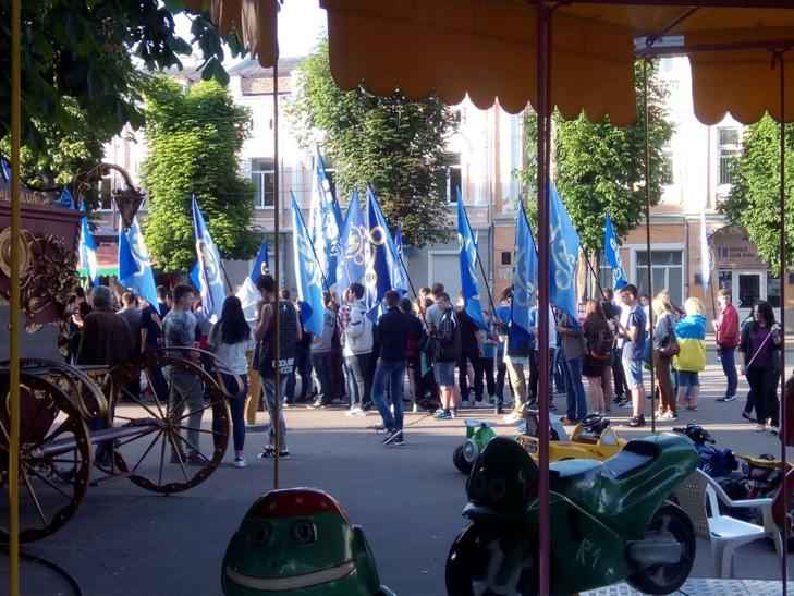 """""""Маршем Героїв"""" пройшлися Хмельницьким місцеві ультраси - фото 4"""