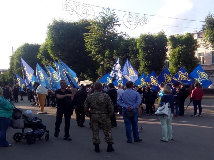 """""""Маршем Героїв"""" пройшлися Хмельницьким місцеві ультраси - фото 7"""