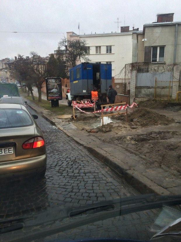 """У Львові запрацював новий """"фонтан"""" - фото 2"""