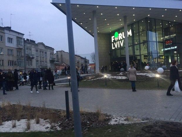 У Львові вкторе замінували супермаркет - фото 2
