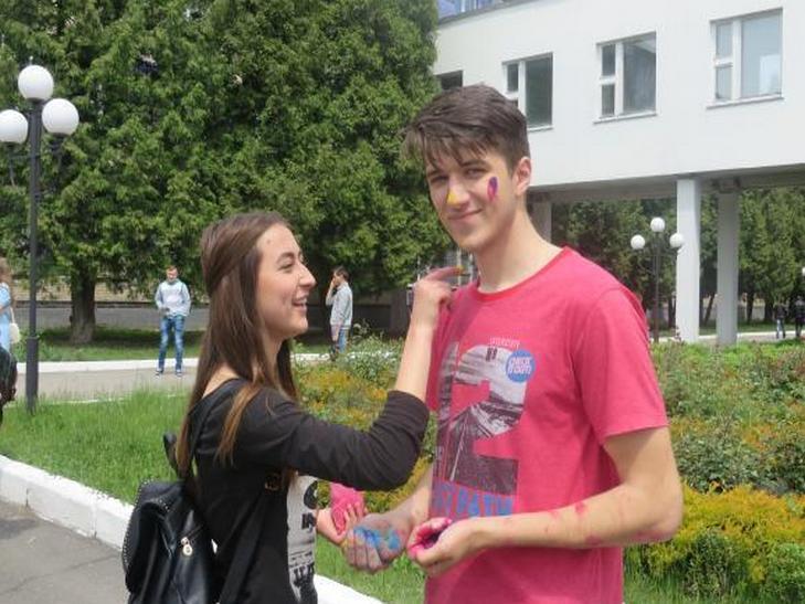 Кольорово відзначили своє професійне свято майбутні хіміки Хмельниччини - фото 1
