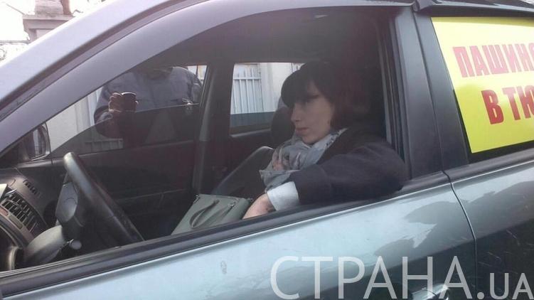 Чорновол під Радою намагається вкрасти автівку активістів - фото 2