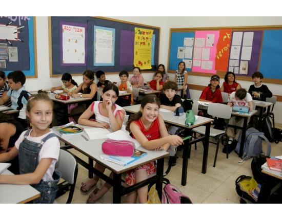 День знань: у всьому світі свято для дітей, а в нас – як на Росії - фото 14