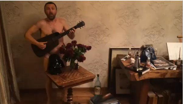 seks-s-zhenami-na-prirode-russkoe-video