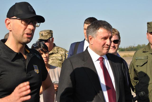 Яценюк вручив нагороди нацгвардійцям в зоні АТО - фото 5