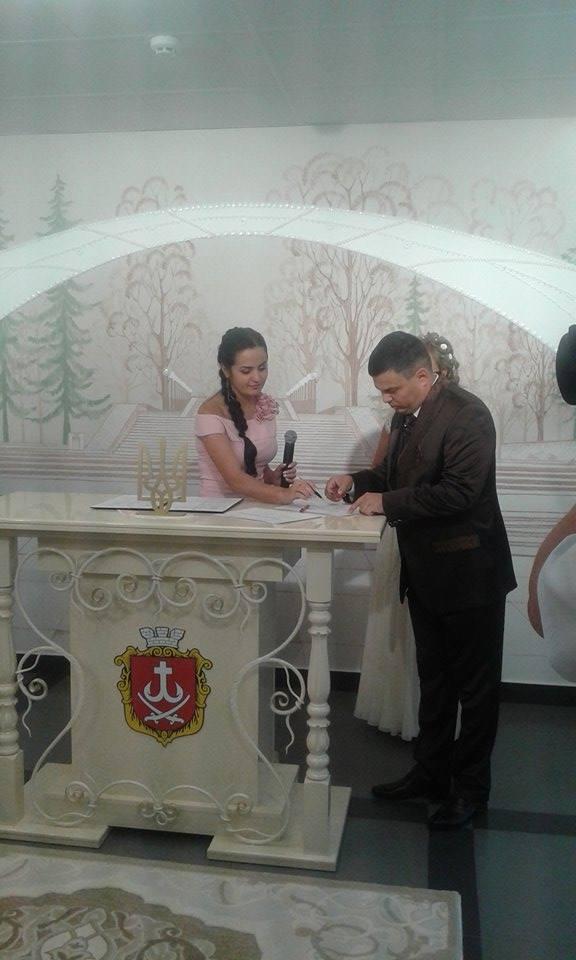 """У Вінниці урочисто зіграли весілля  у """"Прозорому офісі""""  - фото 2"""