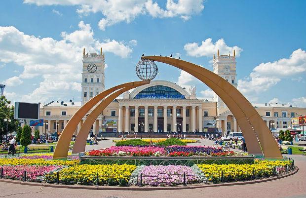 """Нова філософія відпустки по-харківськи: """"відправте туди, де немає росіян"""" - фото 1"""