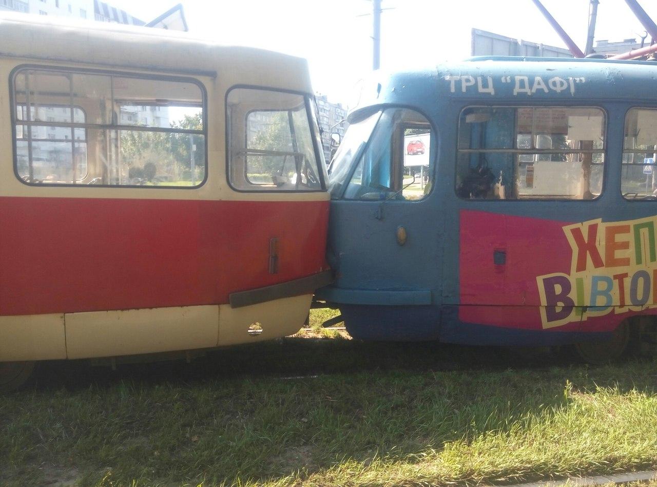 """На Салтівці """"поцілувалися"""" трамваї - фото 1"""