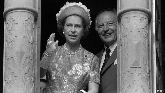 Як старіє Єлизавета ІІ: найяскравіші фото від дитинства і до сьогодні  - фото 19