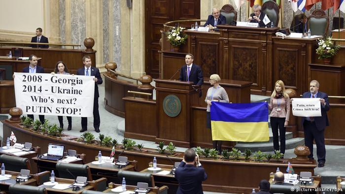 У Бухаресті українські депутати протестом зустріли спікера Держдуми  - фото 1