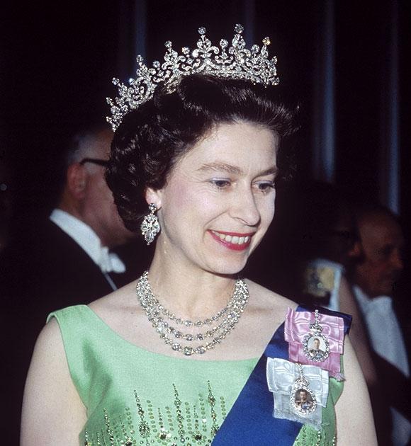 Як старіє Єлизавета ІІ: найяскравіші фото від дитинства і до сьогодні  - фото 17