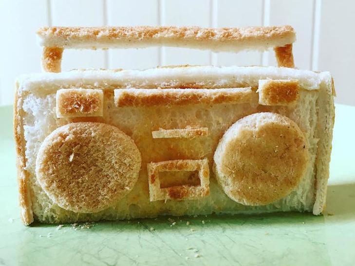 Неймовірні скульптури з тостів, які батько створює для хворої дочки - фото 2