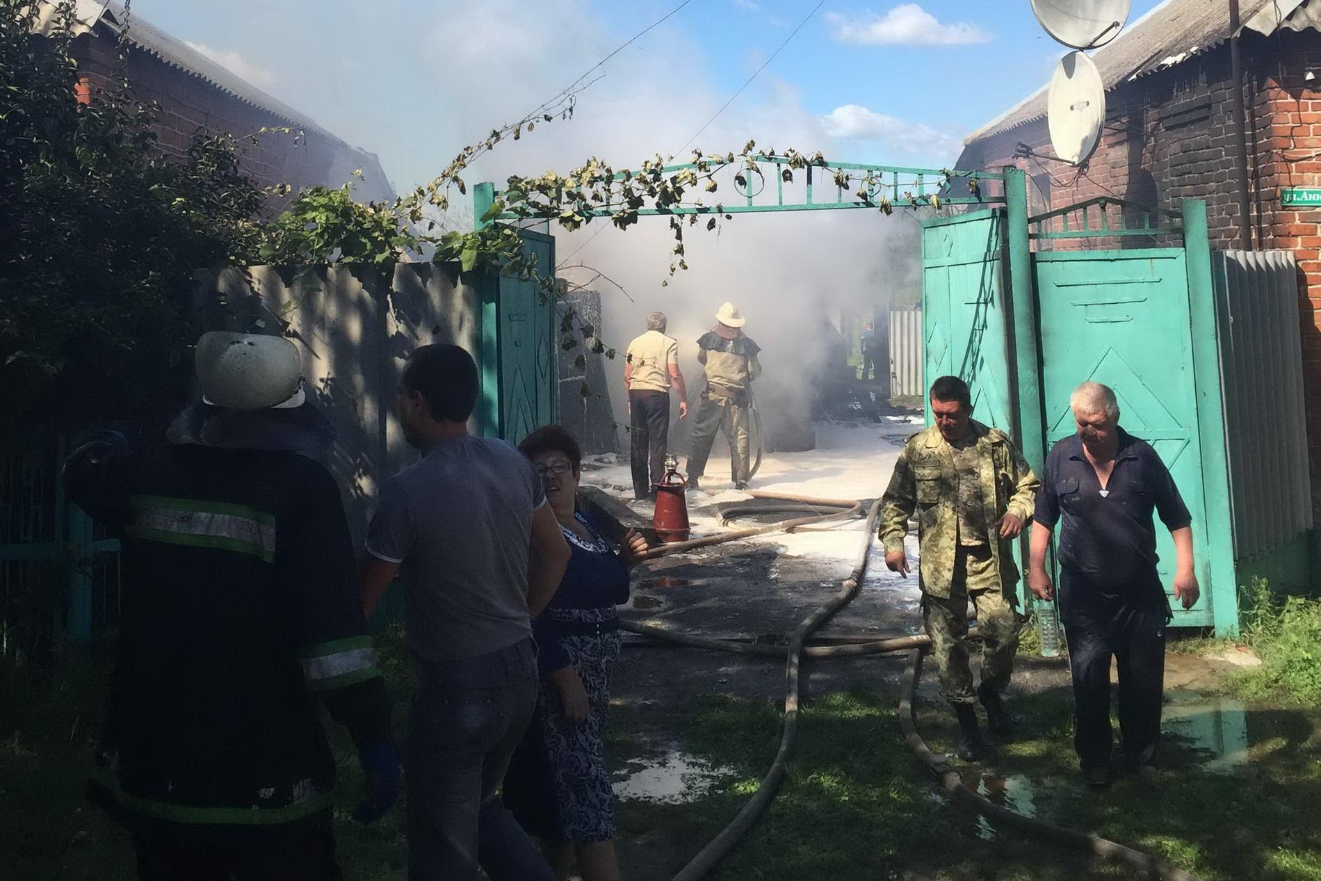 На Харківщині рятувальники витягли з вогню двох людей - фото 2