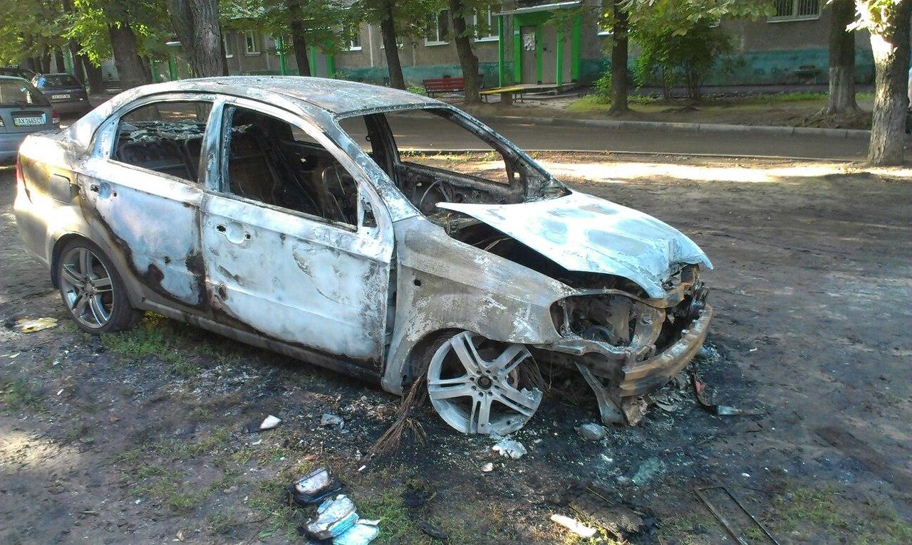 У Харкові вщент згоріла автівка - фото 1