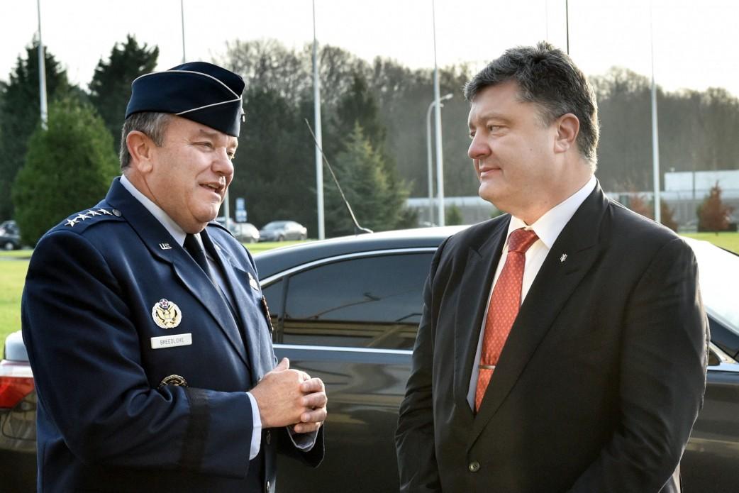 Порошенко вперше навідався до Штабу НАТО у Брюсселі - фото 1