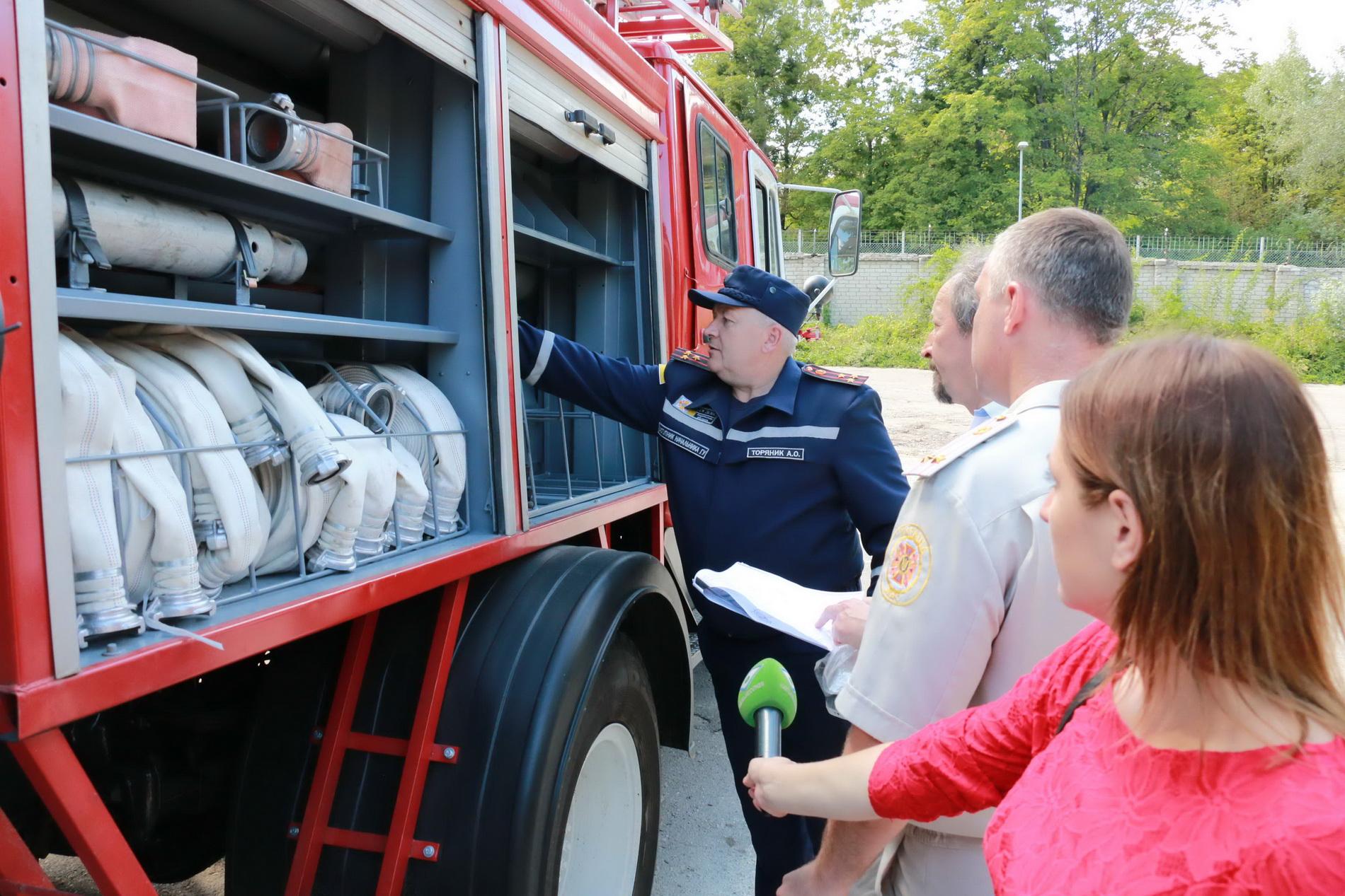 Американці придбали харківським пожежним авто  - фото 1