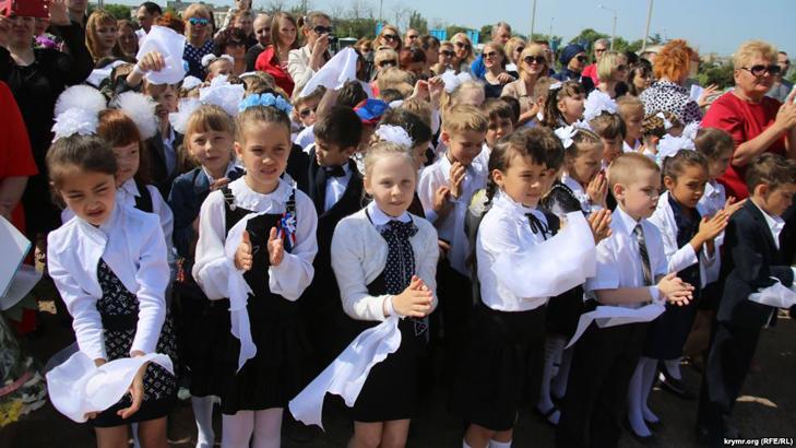 Назад у совок: в Криму дітям викладатимуть промови Путіна - фото 1