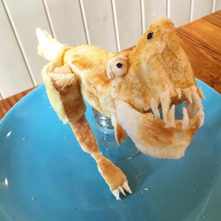 Неймовірні скульптури з тостів, які батько створює для хворої дочки - фото 3