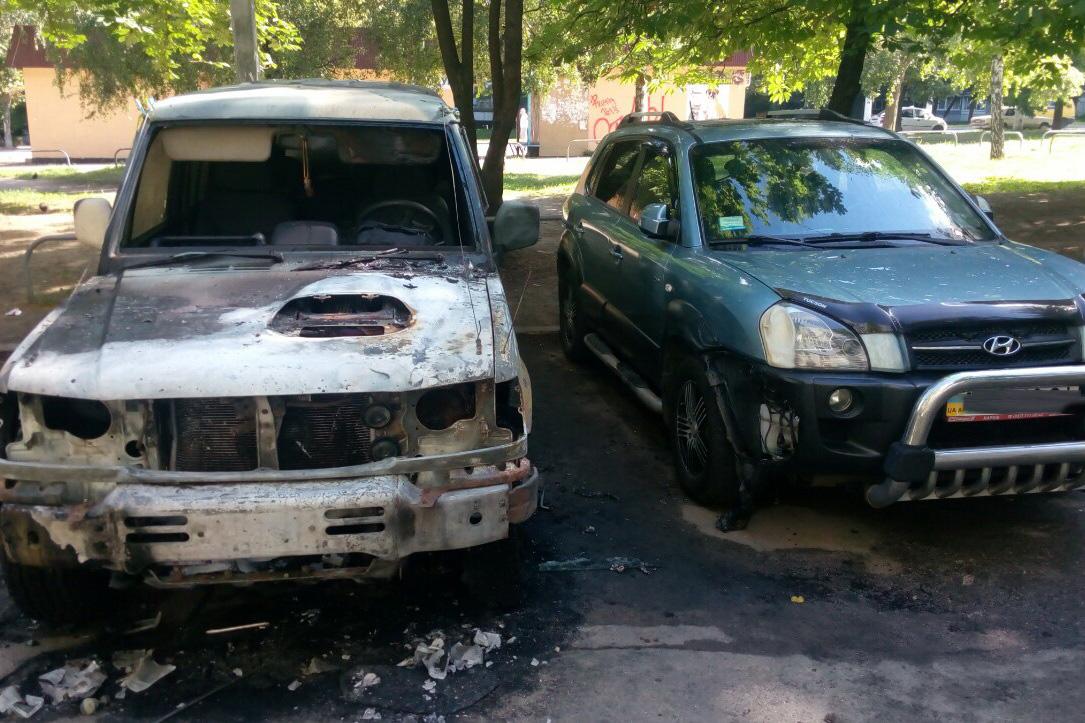 На Салтівці вночі вогонь знищив авто  - фото 1