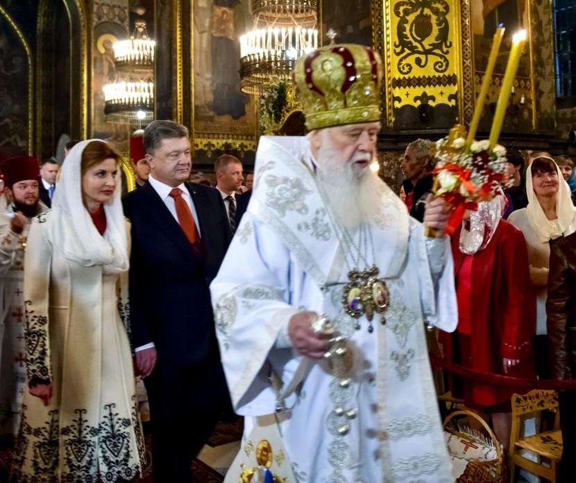 Президентське подружжя у Великодню ніч помолилося за Україну - фото 2