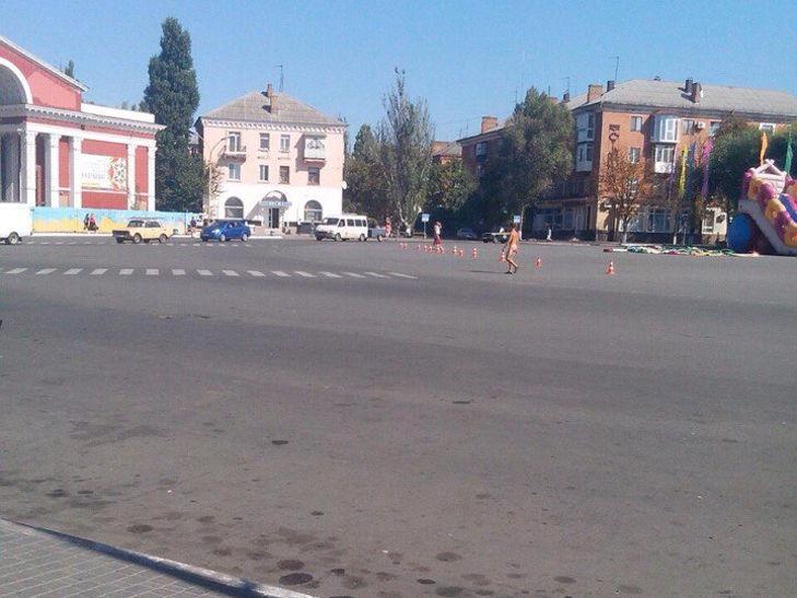 Центром міста на Кропивниччині гуляв голий чоловік - фото 1