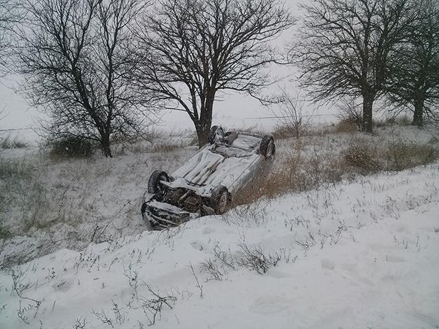 Як на Миколаївщині через негоду перекидаються автівки (ФОТО) - фото 3