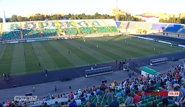 """Як у Полтаві глядачі збираються на матч """"Ворскли"""" в ЛЄ - фото 1"""
